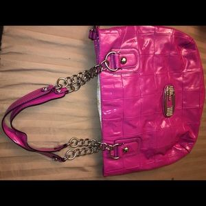 "BNWT- ""Berry"" 💕 LARGE ""Guess"" purse.💕"